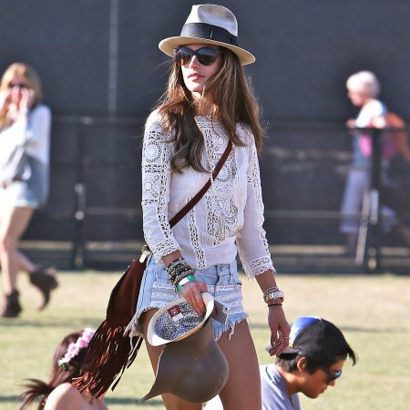 Alessandra-Ambrosio-Best-Outfits-Style-StyleChi-Coachella-2013-Festical-Fashion-White-Crochet-Insert-Top-Denim-Shorts-Brown-Fringe-Bag-Hat-Sunglasses