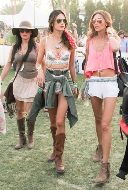 Alessandra-Ambrosio-Best-Outfits-Style-StyleChi-Coachella-2014-Festival-Style-Crop-Top-High-Waist-Mini-Shorts-Brown-Boots-Boho-Chic