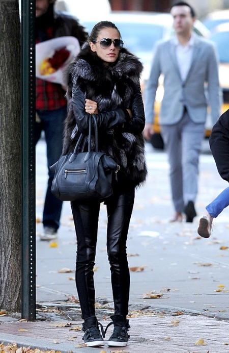 Alessandra-Ambrosio-Best-Outfits-Style-StyleChi-Fur-Gilet-Leather-Look-Leggingd-Treainers