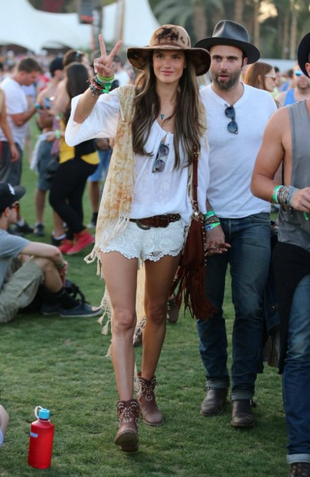 Alessandra-Ambrosio-Best-Outfits-Style-StyleChi-Hat-Brown-Ankle-Boots-White-Top-Crochet-Shorts-Gilet-Crochet-Fringe-Trim-Brown-Belt-Festival-Coachella