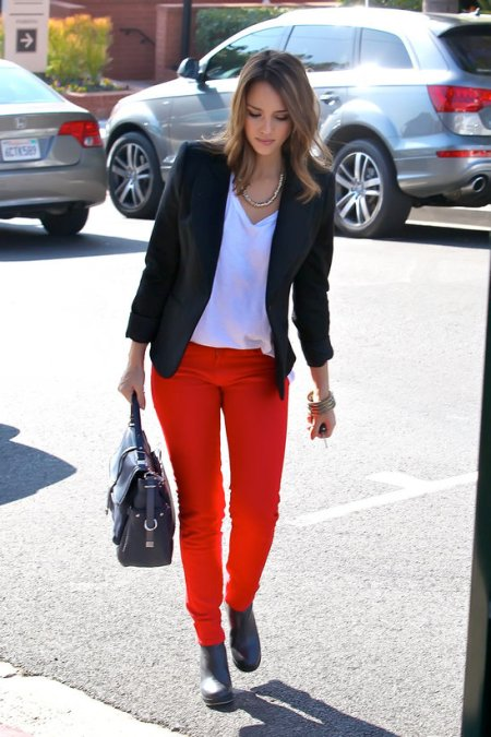 Jessica-Alba-Street-Style-StyleChi-Best-Outfits-Red-Skinny-Jeans-Black-Blazer-Boots-White-V-Top