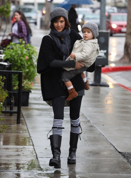 Jessica-Alba-Street-Style-StyleChi-Best-Outfits-Winter-Grey-Beanie-Black-Sweater-Leggings-Striped-Socks-Wellies