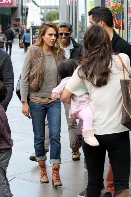 Jessica-Alba-Street-Style-StyleChi-Best-Outfits-Winter-Look-Grey-Sweater-Fur-Gilet-Boyfriend-Jeans-Heeled-Tan-Boots-Burgundy-Laces