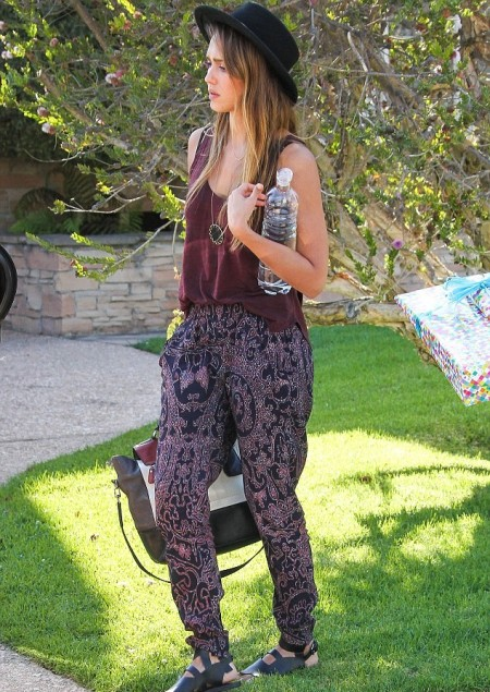 Jessica-Alba-Style-StyleChi-Best-Outfits-Black-Hat-Boho-Chic-Burgundy-Vest-Top-Ethnic-Paisley-Trousers-Sandals-Colour-Block-Bag