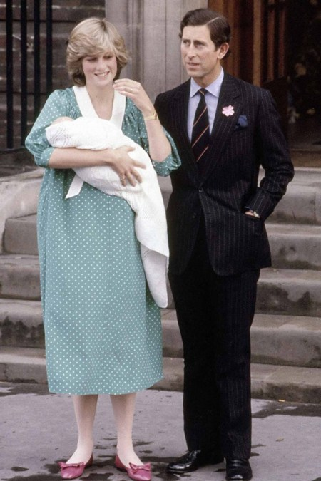 Princess-Diana-StyleChi-Style-Best-Looks-1982-Green-White-Polka-Dot-Contrasting-Collar-Gown-New-Born-William-Prince-Charles