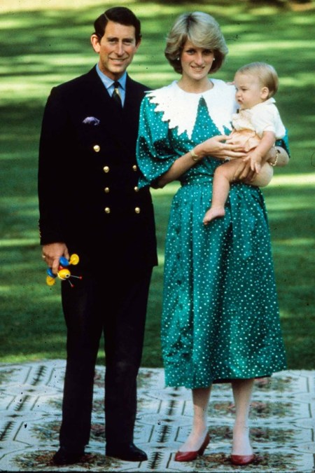 Princess-Diana-StyleChi-Style-Best-Looks-1983-Green-Polka-Dot-Dress-White-Collar-Red-Heels-New-Born-William-Prince-Charles
