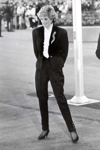 Princess-Diana-StyleChi-Style-Best-Looks-Black-Suit-White-Shirt