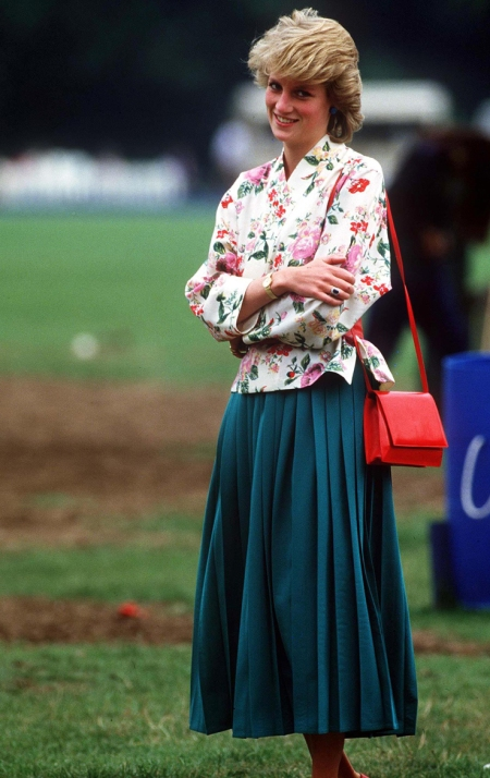 Princess-Diana-StyleChi-Style-Best-Looks-Floral-White-Jacket-Blue-Pleated-Midi-Skirt-Red-Handbag