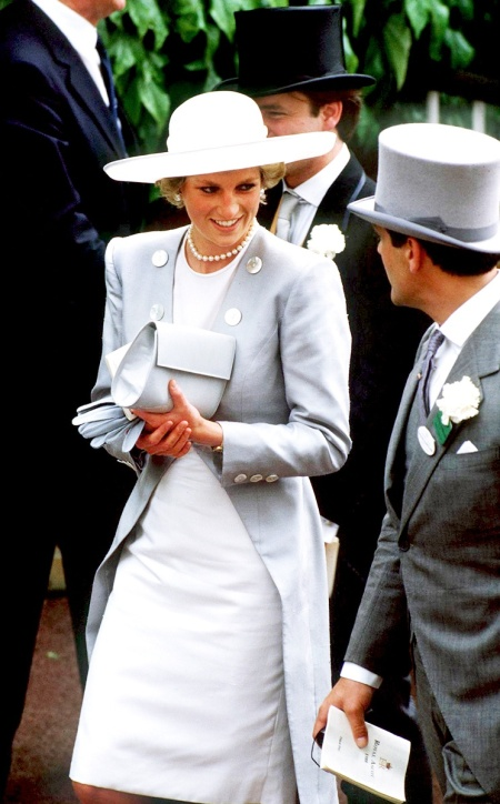 Princess-Diana-StyleChi-Style-Best-Looks-Grey-Collarless-Coat-Big-Round-Buttons-White-Dress-Coat-Pearls