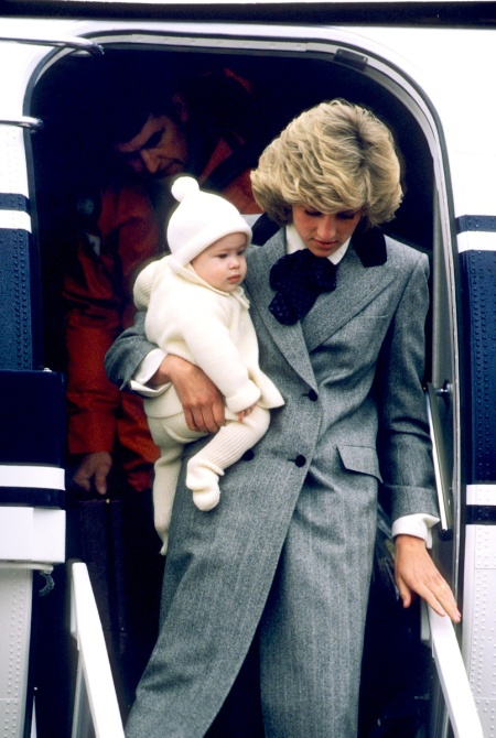 Princess-Diana-StyleChi-Style-Best-Looks-Long-Grey-Pea-Coat-Black-Contrast-Collar-White-Shirt-Blue-Bow