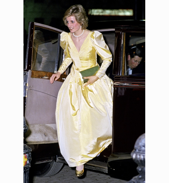 Princess-Diana-StyleChi-Style-Best-Looks-Long-Sleeve-V-Neck-Puffy-Shoulders-Gown-Gold-Clutch-Shoes