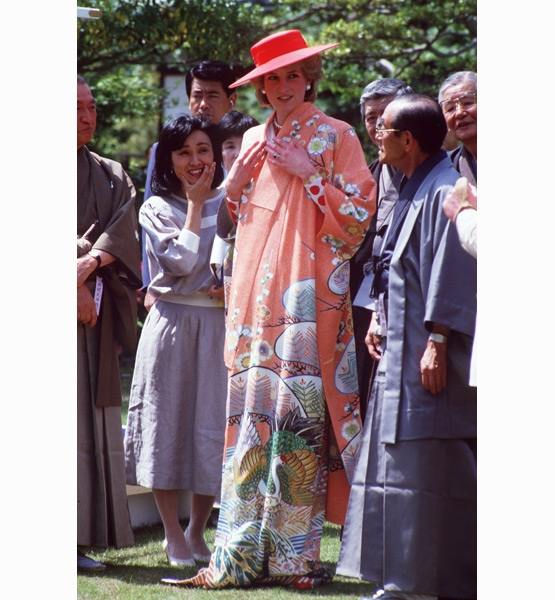 Princess-Diana-StyleChi-Style-Best-Looks-Oriental-Dress-Orange-Hat