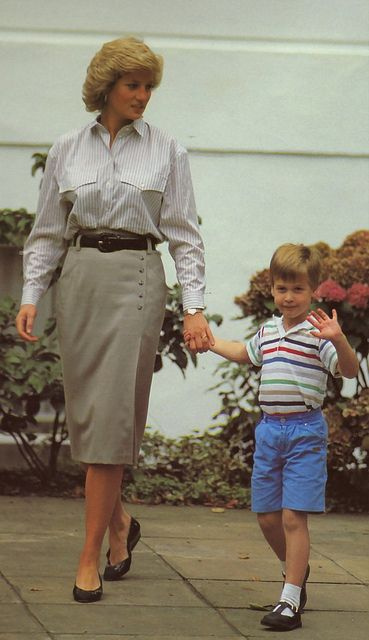 Princess-Diana-StyleChi-Style-Best-Looks-Striped-Grey-White-Shirt-Taupe-High-Waist-Skirt-Prince-William-Young