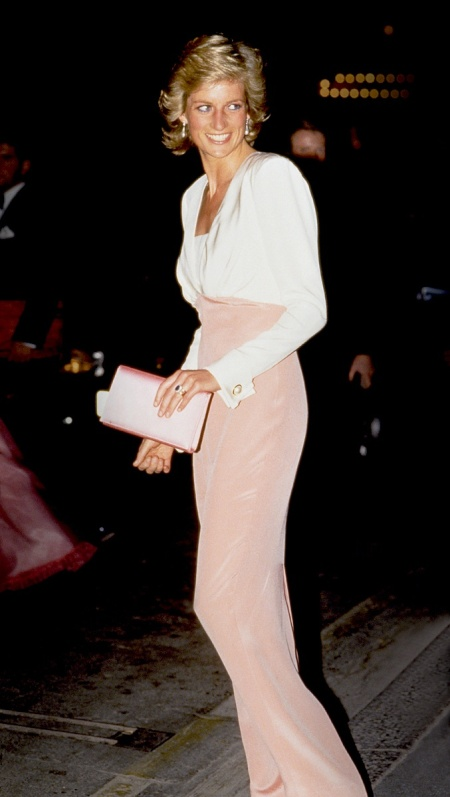 Princess-Diana-StyleChi-Style-Best-Looks-White-Pink-Gown-Clutch