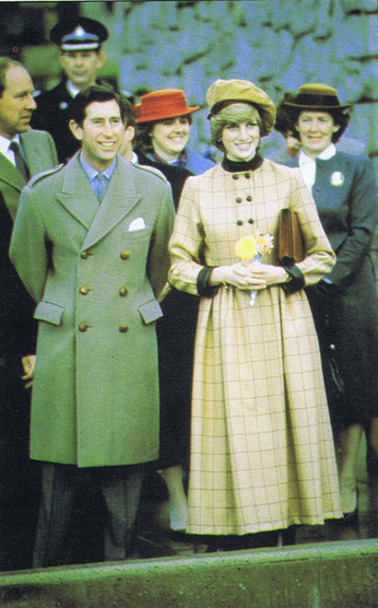 Princess-Diana-StyleChi-Style-Best-Looks-Yellow-High-Neck-Coat-Black-Contrast-Trims-Checked-Pattern-Beige-Hat-Prince-Charles
