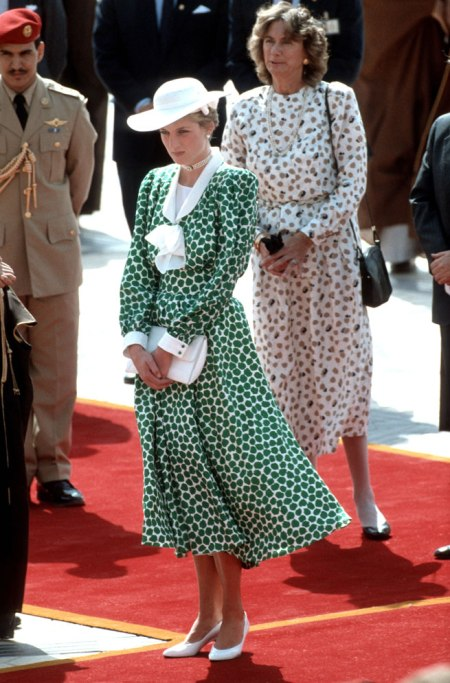 Princess-Diana-StyleChi-Style-Best-Outfits-White-Hat-Heels-Clutch-Green-White-Patterned-Long-Sleeve-Dress